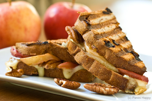 Post image for Roasted Apples, Brie & Pecan Panini