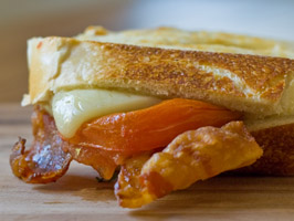 Bacon, Cheddar & Grilled Tomatoes Panini